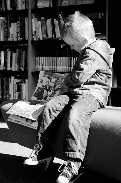 child-and-books-134831705568z